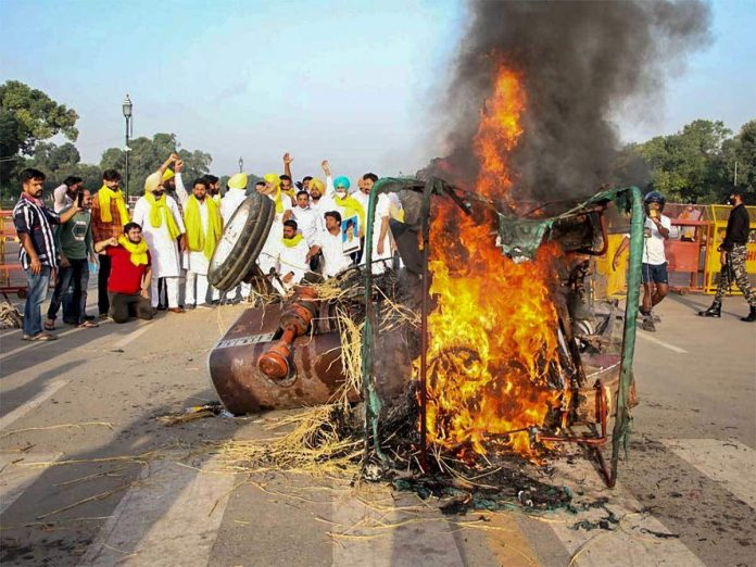 tractor-burned-at-india-gate