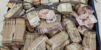 1.60-crore-cash-and-gold-jewelery-recovered-from-a-house-in-Kolkata-STF