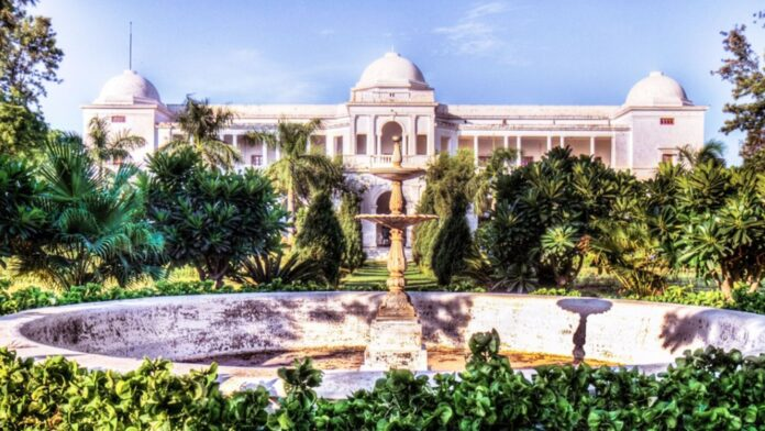 Saif-Ali-Khan-made-a-big-disclosure-about-buying-Pataudi-Palace