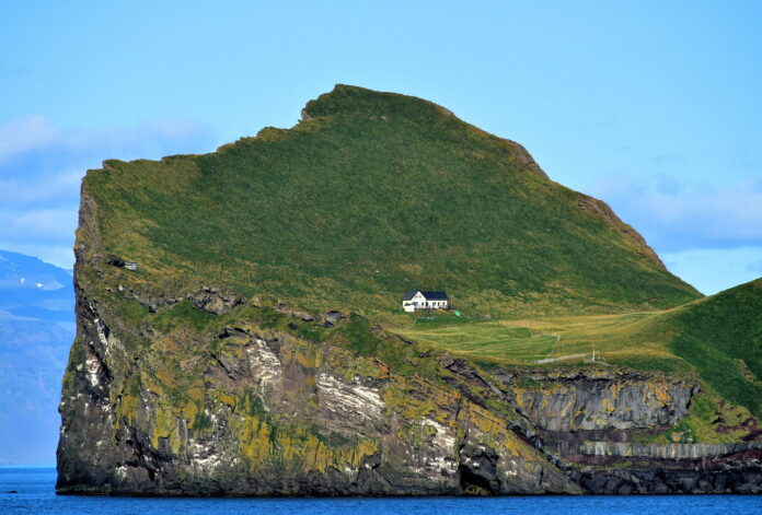 worlds-loneliest-house