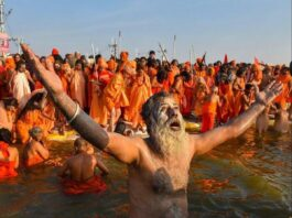 first-bath-of-maha-kumbh-on-14-january