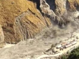a-major-accident-occurred-due-to-the-breaking-of-the-glacier-in-chamoli